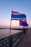 Nonthaburi, TAILANDIA - 10 de abril: 2016 Príncipe tailandés y de Sirinthorn imagenes de archivo