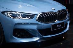 Nonthaburi, Tailandia - 6 de diciembre de 2018: BMW el color azul del cupé de 8 series en expo del motor, se cierra encima de cap fotografía de archivo libre de regalías
