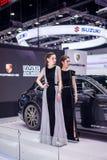 NONTHABURI, TAILANDIA - DICIEMBRE 9,2017: Coche modelo de la muchacha en cabinas en la Motor-expo internacional 2017 de Tailandia Imagen de archivo libre de regalías