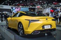 NONTHABURI TAJLANDIA, GRUDZIEŃ, - 9,2018: Widok Lexus lc 500 koloru żółty samochód na budka przy Tajlandia Międzynarodowym expo 2 fotografia royalty free