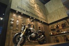 Nonthaburi TAJLANDIA, Kwiecień, - 6, 2018: BMW R nineT Scrambler, dziedzictwo motocykl powraca z powrotem legendarny scrambler Lu obraz royalty free