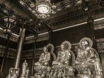 NONTHABURI, THAÏLANDE - 28 JANVIER 2017 : Le touriste viennent pour prier Image stock