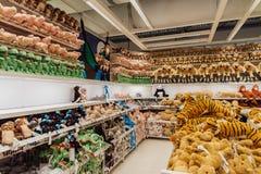 NONTHABURI, THAÏLANDE : Le 18 juillet 2018 - étagères de poupée au coup Yai de magasin d'IKEA au centre commercial central de Wes image stock