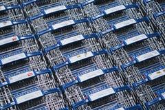 Nonthaburi, Thaïlande - 11 septembre 2018 : Les caddies d'IKEA ont aligné dans les rangées dans le secteur de chariots du magasin photo stock