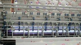 Nonwoven szwalna powszechna maszyna dla poduszka produktu produkci w fabryce zdjęcie wideo