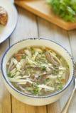 Noodle σούπα με τις καρδιές της Τουρκίας Στοκ φωτογραφία με δικαίωμα ελεύθερης χρήσης