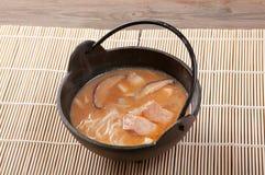 Noodle σούπα με το σολομό Στοκ Εικόνες