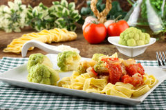 Noodles with broccoli, bacon and tomato Royalty Free Stock Image