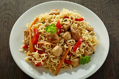 Noodles with chicken and vegetables Stock Photography