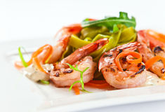 Noodles with grilled shrimps Royalty Free Stock Photos