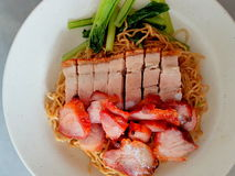 Noodles with roasted pork belly Royalty Free Stock Photos