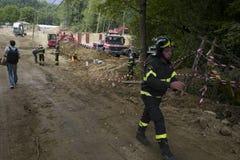 Noodsituatie roadworker na aardbeving, Amatrice, Italië Royalty-vrije Stock Foto