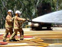 Noodsituatieteams die brand bestrijden Stock Afbeelding