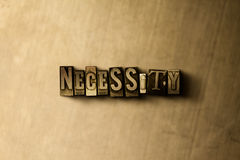 NOODZAAK - close-up van grungy wijnoogst gezet woord op metaalachtergrond royalty-vrije stock afbeeldingen