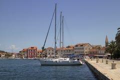 Noontime im Mittelmeerhafen Lizenzfreie Stockfotos