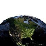 Noord-Amerika ter wereld bij nacht met overdreven bergen Stock Fotografie