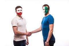 Noord-Ierland versus vriendschappelijk de handdruk egual spel van Polen Stock Afbeeldingen