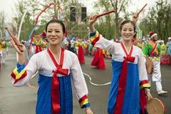 Noord- Koreaanse Pyongyang volksdansers Stock Fotografie