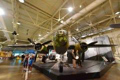 Noordamerikaans B-25B Mitchell Medium Bomber op vertoning bij Vreedzaam de Luchtvaartmuseum van Parelhabor Stock Afbeeldingen