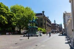 Noordeinde和Hoogstraat街的看法在市中心 图库摄影