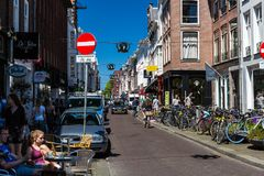 Noordeinde和Hoogstraat街的看法在市中心 免版税图库摄影