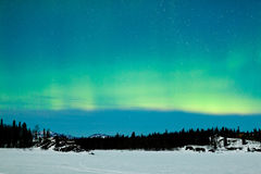 Noordelijk de winterlandschap van het Lichtenaurora borealis royalty-vrije stock afbeeldingen