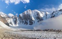 Noordelijk gezicht van de Vrije Piek van Korea De bergen van Kyrgyzstan royalty-vrije stock afbeeldingen