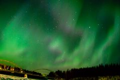 Noordelijke Lichten boven rivier Royalty-vrije Stock Foto