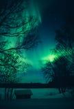 Noordelijke lichten en schuur Stock Foto