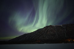 Noordelijke Lichten over het Meer van de Spiegel dichtbij Anchorage AK royalty-vrije stock foto's