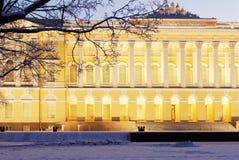 Noordelijke voorgevel van Mikhailovsky-paleis in St. Petersburg, Rusland Royalty-vrije Stock Foto