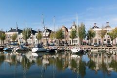 Noorderhaven运河在Harlingen,荷兰老镇  图库摄影