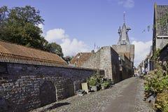 Noorderwalstraat y Vischpoort en Elburg fortificado Imagenes de archivo