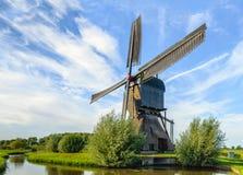 Noordeveldse Molen blisko Holenderskiej wioski Dussen w pełnym oper Obrazy Stock