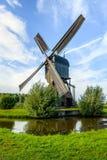 Noordeveldse Molen dichtbij het Nederlandse dorp van Dussen in volledige oper Stock Fotografie