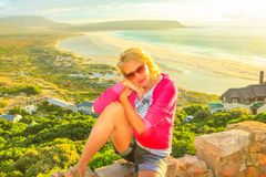 Noordhoek海滩妇女享用 图库摄影