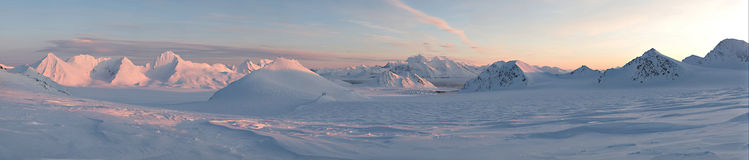 Noordpool landschap - bergen en gletsjer-panorama Stock Foto's