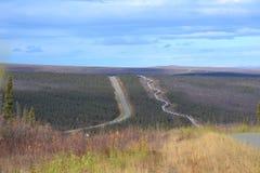 Noordpoolcirkel van Alaska æ ² ¹ ç® ¡ 工路 Stock Foto's