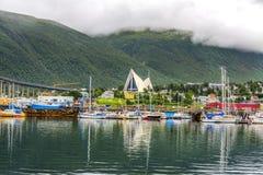 Noordpoolkathedraal in Tromso-stad in noordelijk, Noorwegen stock fotografie