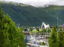Noordpoolkathedraal in Tromso-stad in noordelijk, Noorwegen Stock Foto's
