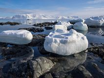 Noordpoollandschap - ijs, overzees, bergen, gletsjers - Spitsbergen, Svalbard Royalty-vrije Stock Fotografie