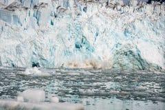 Noordpoollandschap in Svalbard met gletsjer het kalven royalty-vrije stock fotografie