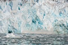Noordpoollandschap in Svalbard met gletsjer het kalven stock fotografie