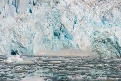 Noordpoollandschap in Svalbard met gletsjer het kalven stock foto's