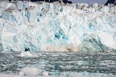 Noordpoollandschap in Svalbard met gletsjer het kalven royalty-vrije stock afbeeldingen