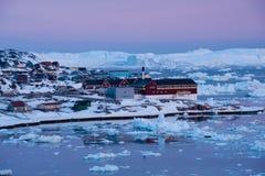 Noordpoollicht bij zonsondergang in Ilulissat, Groenland royalty-vrije stock afbeeldingen