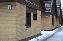 Noordse huisvesting met meerdere gezinnen Stock Foto's