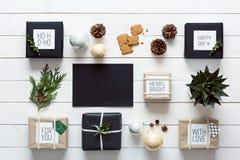 Noordse retro Kerstmis, verpakkende post, bureaumening van hierboven, brief aan santaconcept Stock Foto