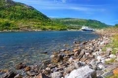 Noordse veerboot in fjord Royalty-vrije Stock Fotografie