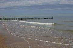 Noordzeepier bij kust Stock Afbeeldingen